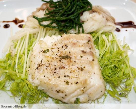 kabeljaufilet-salicornes-erbsensprossen-mit-udon-nudeln