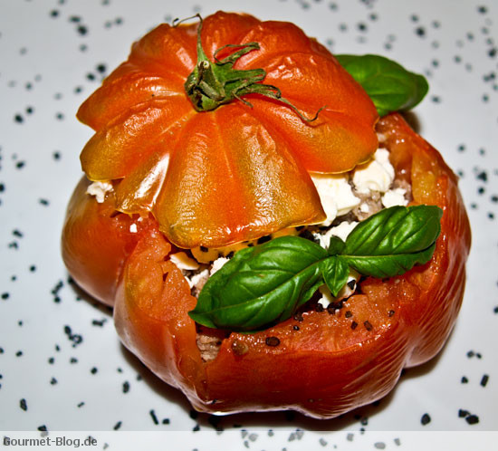 gefuellte-ochsenherz-tomaten-mit-feta-und-tartar
