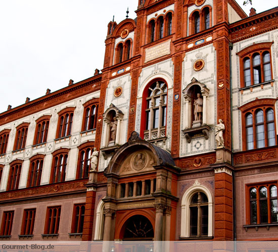 hauptgebaude-der-universitaet-rostock