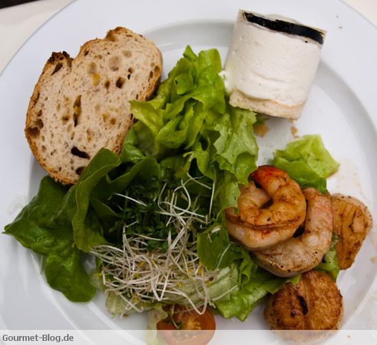 scampi-und-jakobsmuscheln-mit-trueffelmousse-an-pfluecksalat-mit-champagnervinaigrette