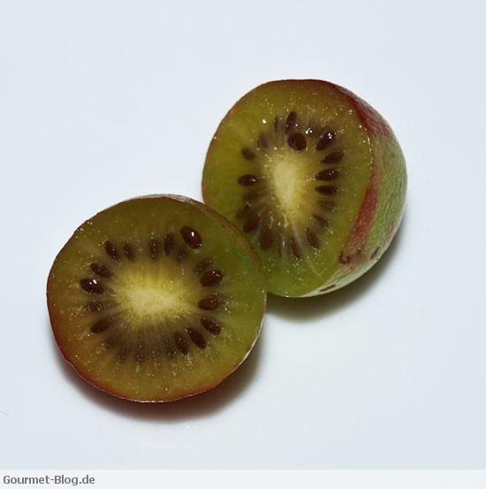 kiwi-minikiwi-aufgeschnittenee-kiwi