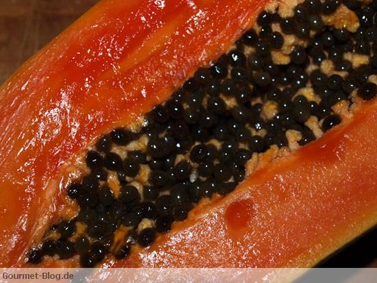 papaya-mit-kernen-makro