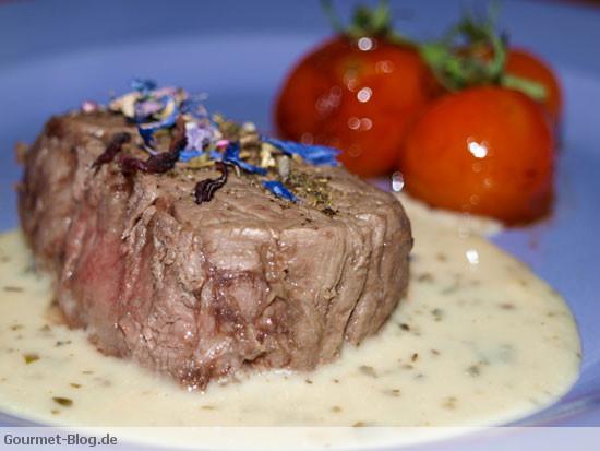 kobe-wagyu-steak-mit-sauce-cafe-de-paris-und-balsamico-kirschtomaten
