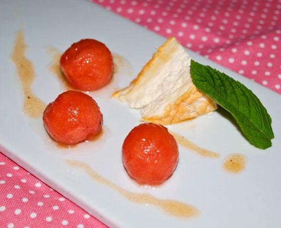 Epoisses-de-Bourgogne-mit-angemachter-Pfeffer-Wassermelone
