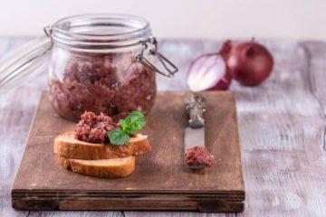 Zwiebelchutney aus roten Zwiebeln
