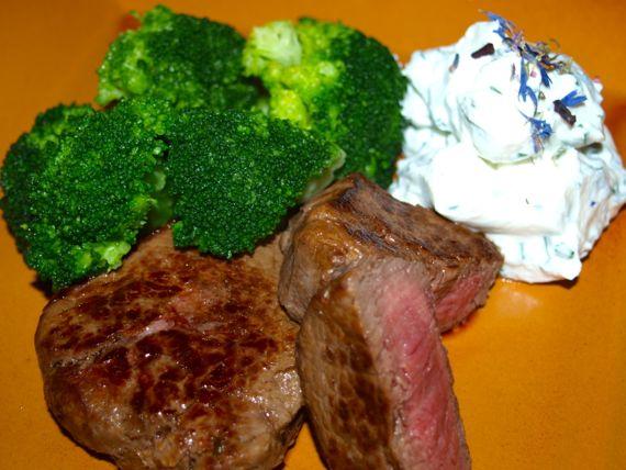 Brokkoli mir Rindfleisch ist gesund und lecker