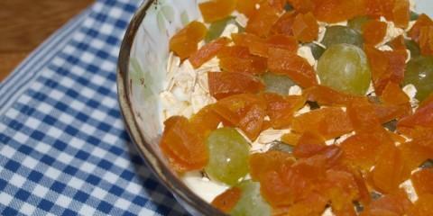 Aprikosen-Müsli-mit-Trauben