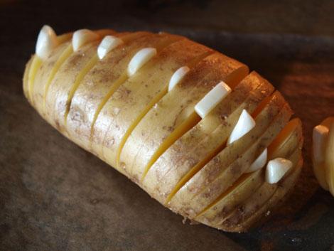 Hasselback-Potatoes-mit-Knoblauch-1