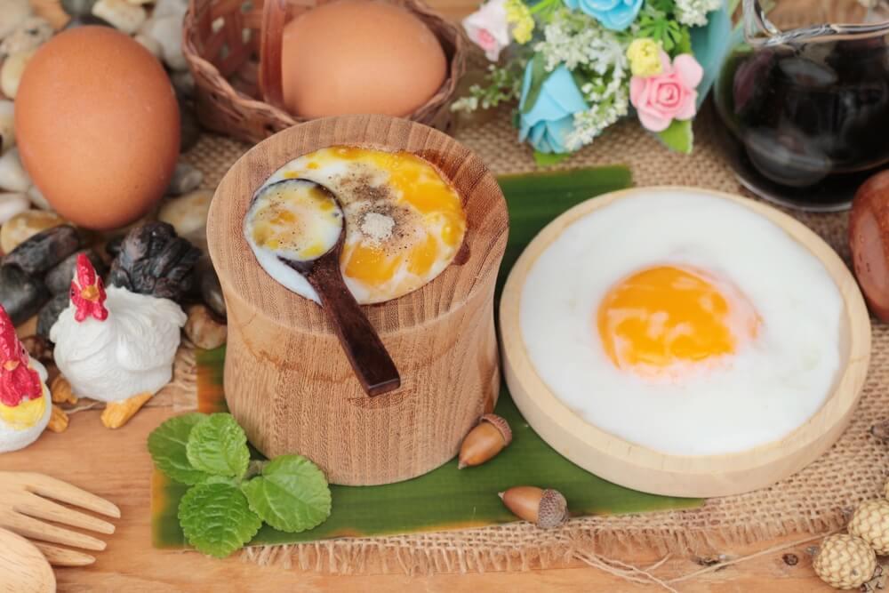 Traditionell zubereitetes Onsen Ei aus japan