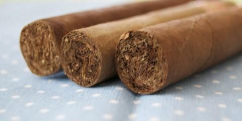 Feine Zigarren machend das Leben leichter