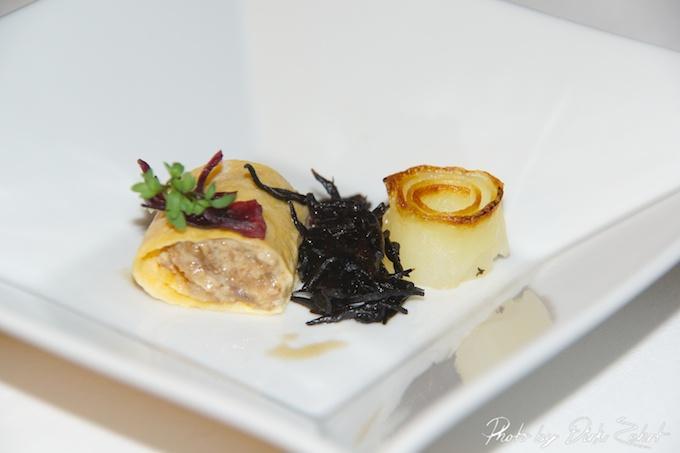 1.Kinshi-Maki von Wagyu Hijiki Algen  Wasserkresse  Miso-Mayonnaise  gebackene Kartoffel