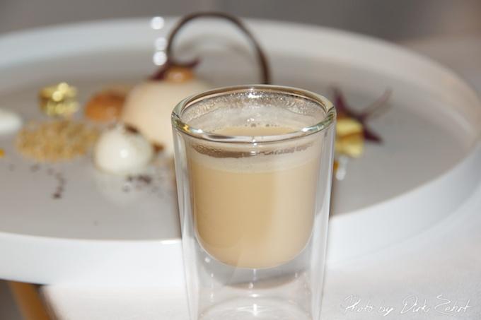 11.Temari von Quitte  macadamia  Schaafsmilch  Salziges Karamelleis  Miringelee