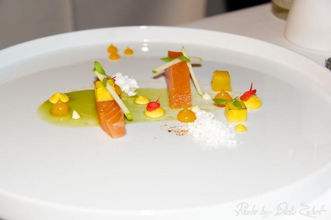 7.Leicht gebeizter Lachs  Gurken-Minz Gel gegrillte Mango  Sesampulver  Curry Mayonnaise