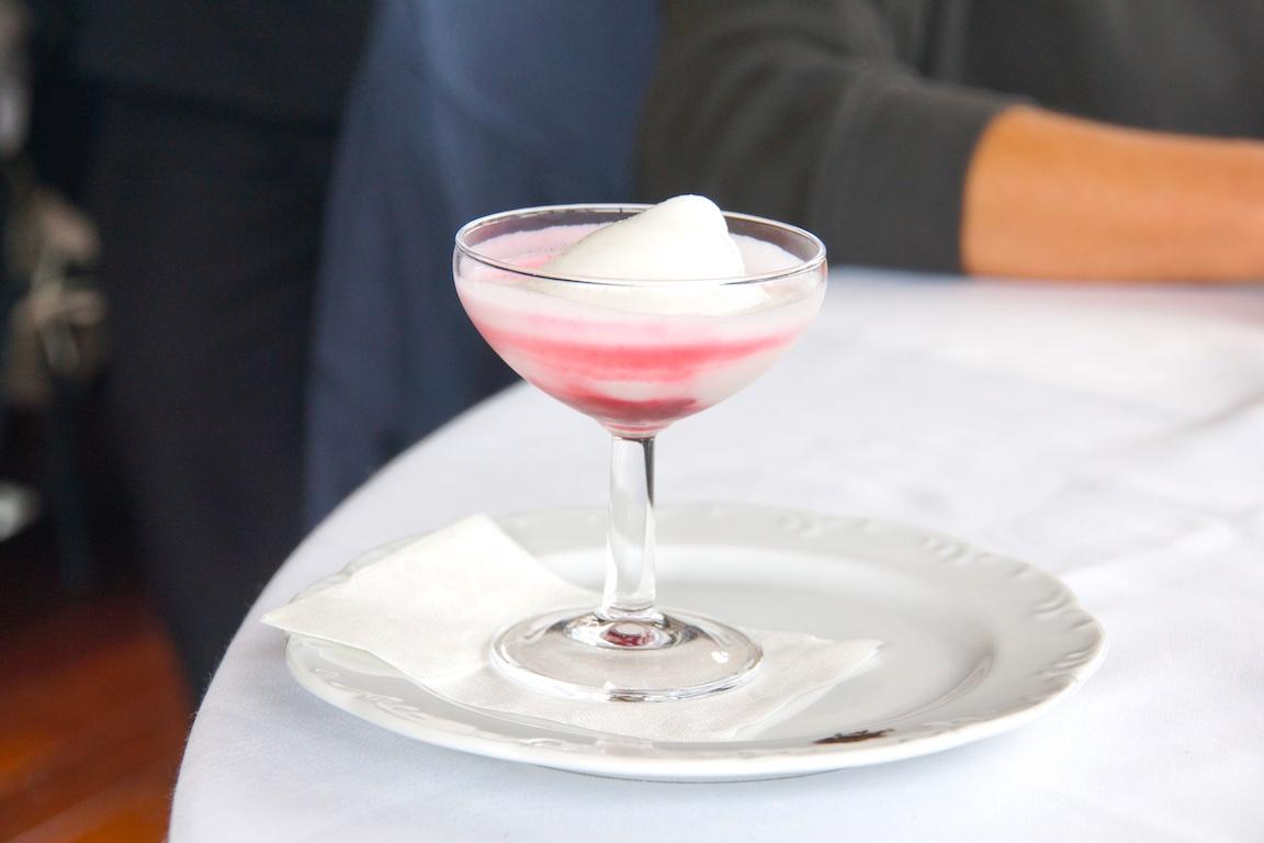 Eiscreme mit einem Schuss Champagner - Einfach Lecker