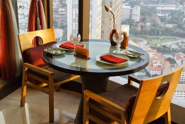 Saffron Restaurant Banyan Tree Bangkok Tische