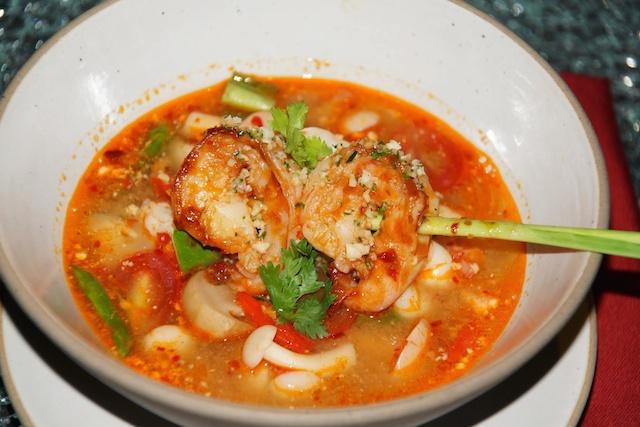 Mein Favorit - Die Thai Suppe mit den feinen Garnelen - scharf und lecker.