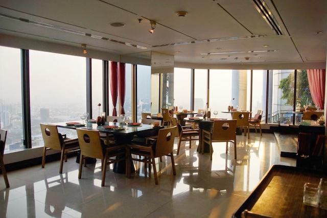 Saffron Restaurant Bangkok - Eine wundervolle Atmosphäre am Abend