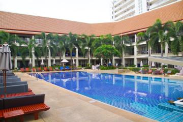 Deevana Resort Patong - Wunderschöner Pool