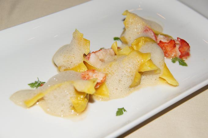 Restaurant-Zum-Löwen-Tortelloni-mit-Kastanien-gefüllt-und-Hummer