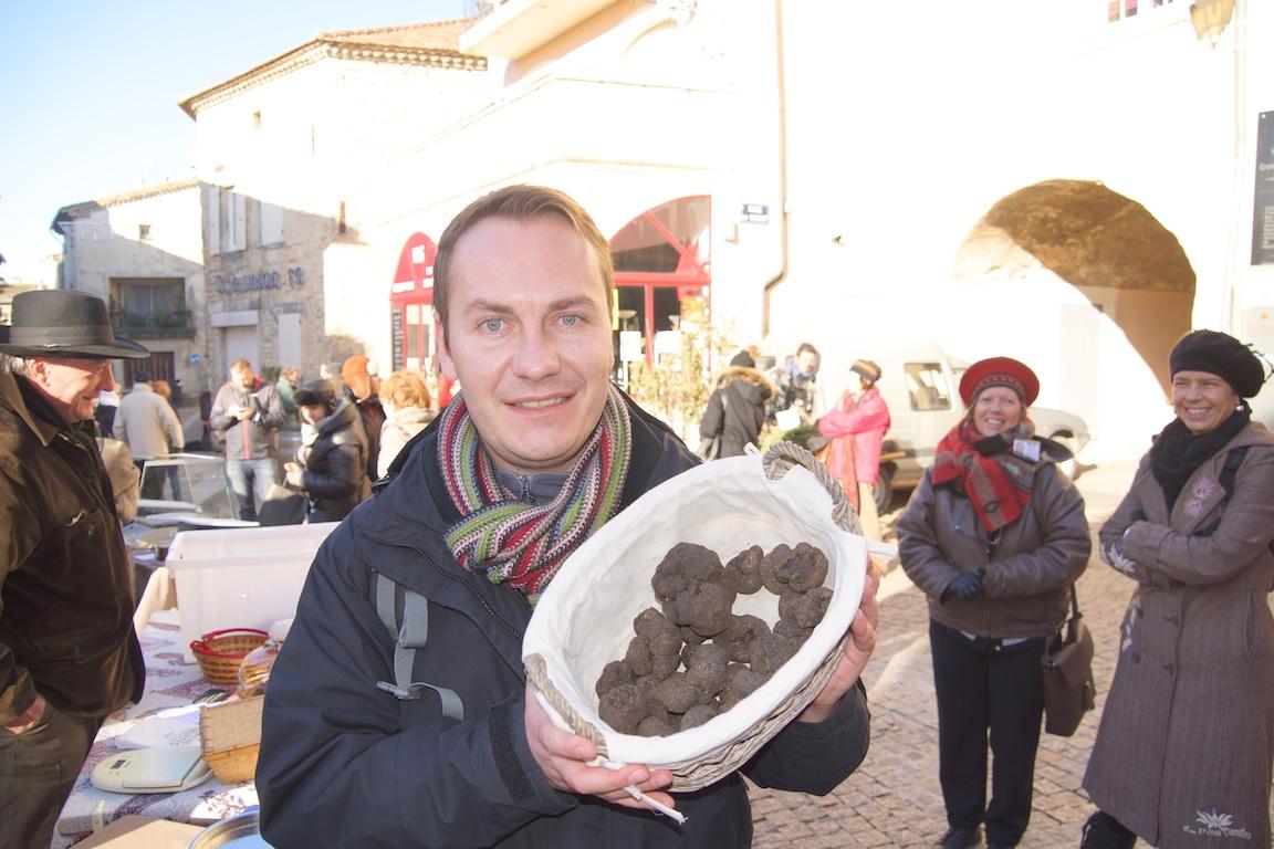 Trüffelmarkt Saint-Paul-Trois-Châteaux – Der Blogger als Trüffelkäufer