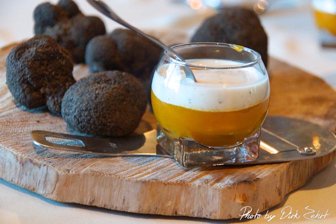 Kürbissuppe mit Creme Fraiche und Trüffeln