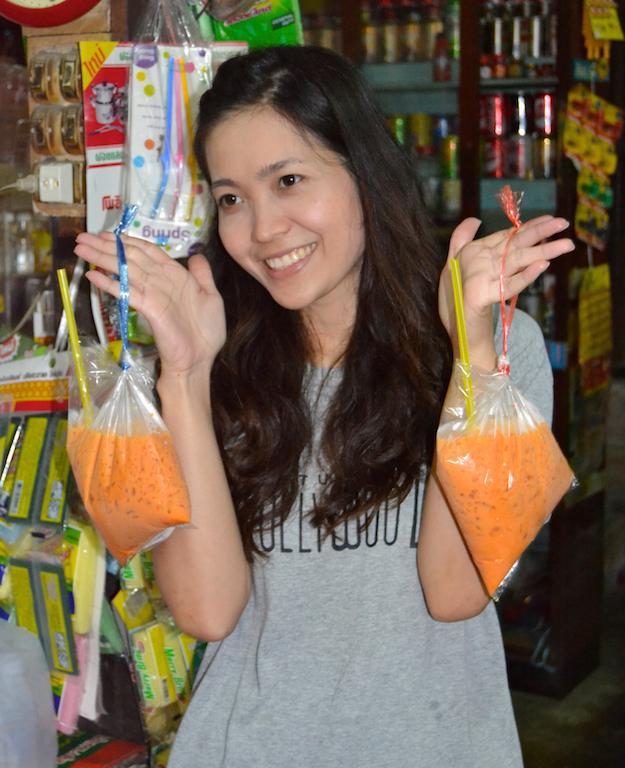 Thai-Tee in Plastiktüten