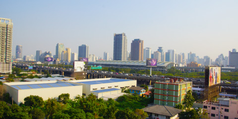 HI Residence Bangkok - Ausblick auf die Makkasan Station