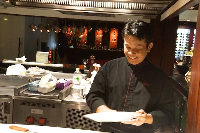 Fireplace Grill Bangkok - Der Chefkoch seit 30 Jahren