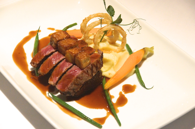 Fireplace Grill Bangkok - Signature Dish - Steak und Stopfleber