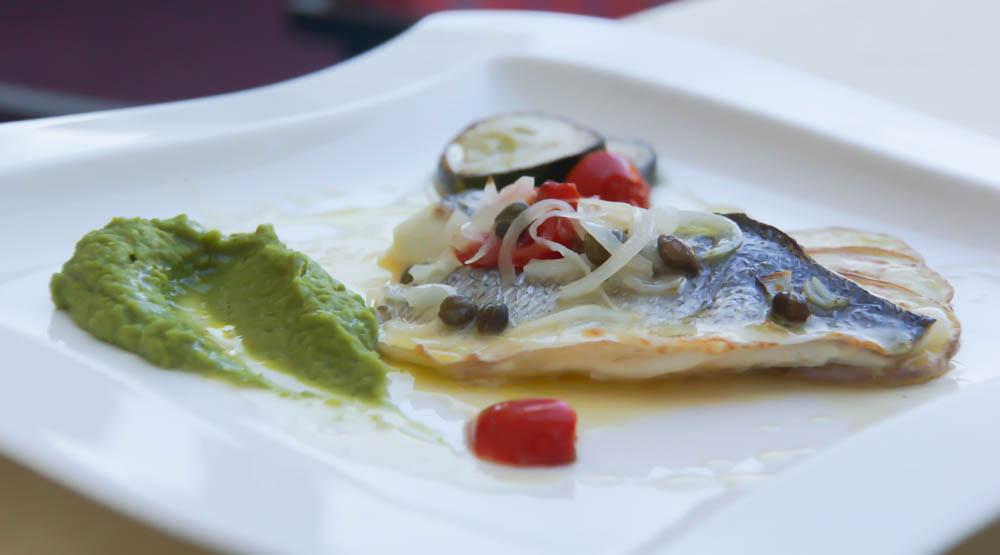 Kukuriku Restaurant in Kastav - Fisch mit Erbspüree und Kartoffelscheiben