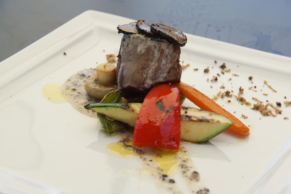 Restaurant Navis - Rinderfilet vom Grill mit Trüffeln und Gemüse, Trüffelsoße