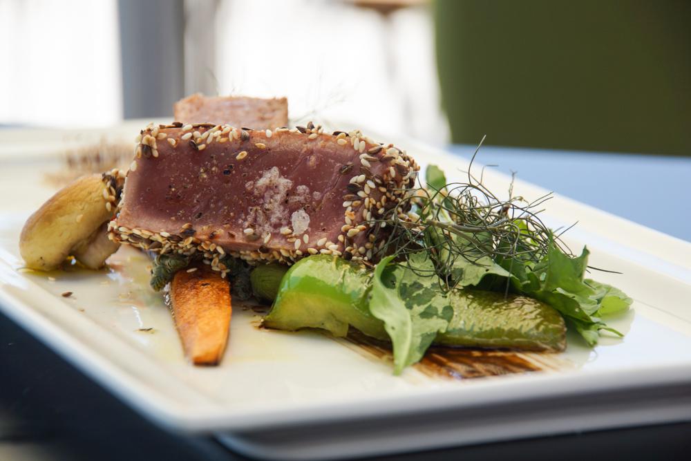 Restaurant Navis - frischer Thunfisch vom Grill mit Gemüse