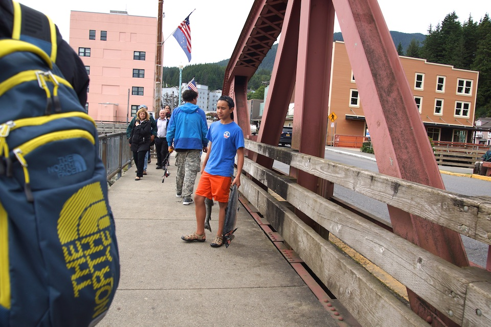 Lachse gefangen von der Brücke der Creek Street
