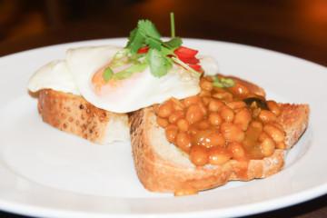 Spiegeleier und Bohnen - Das perfekte Frühstück