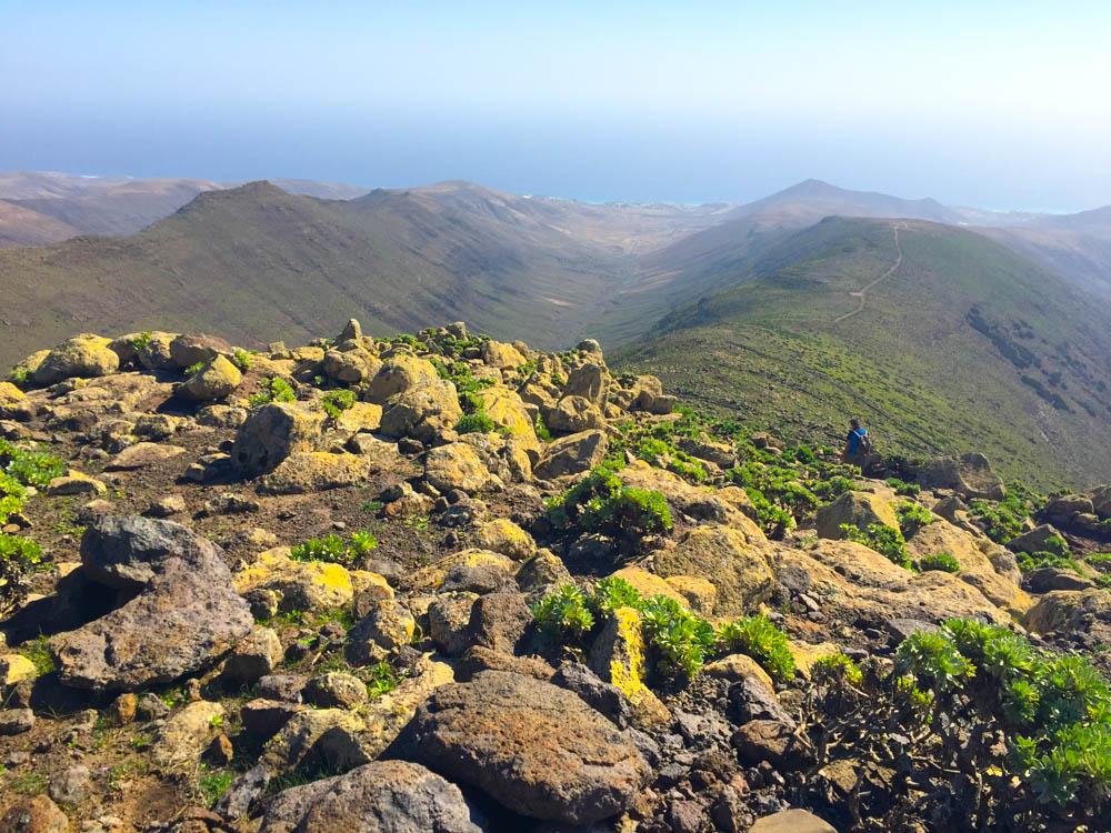 Pico de la Zarza Rundweg - Famoser Blick über die Bergkuppen bis zum Meer