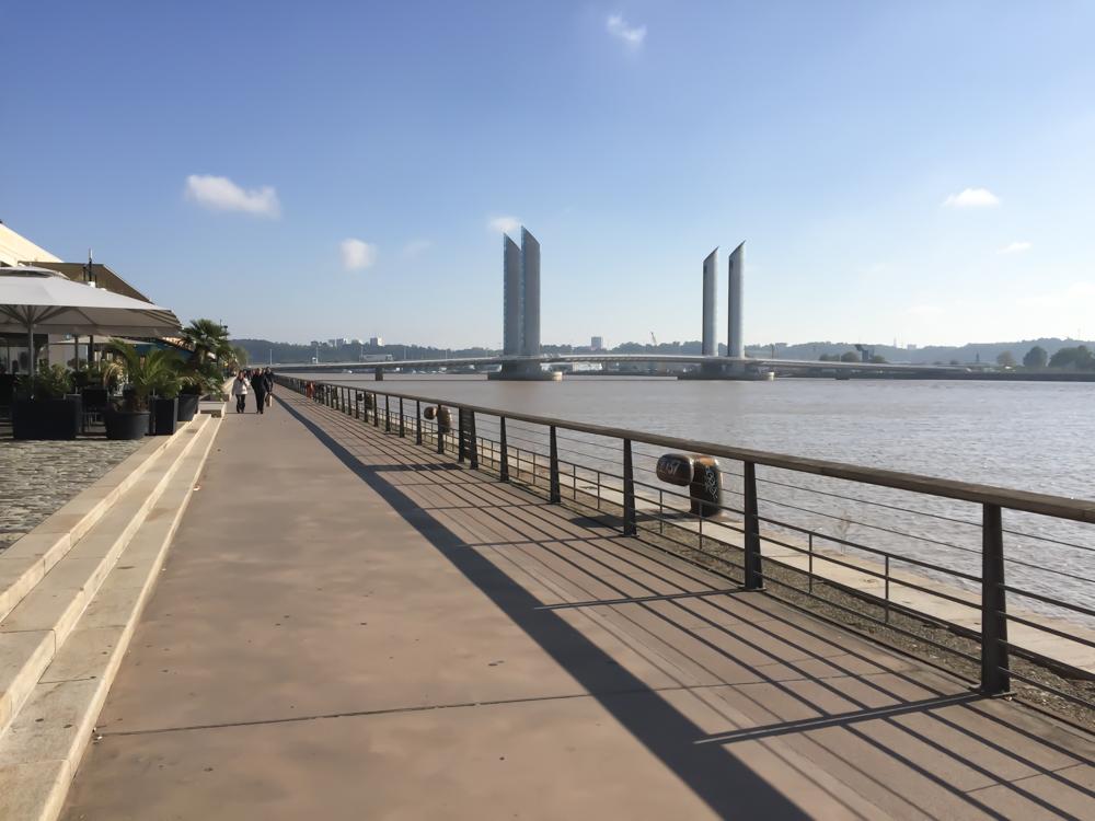 Vom Pont de Pierre entlang der Garonne schlendern