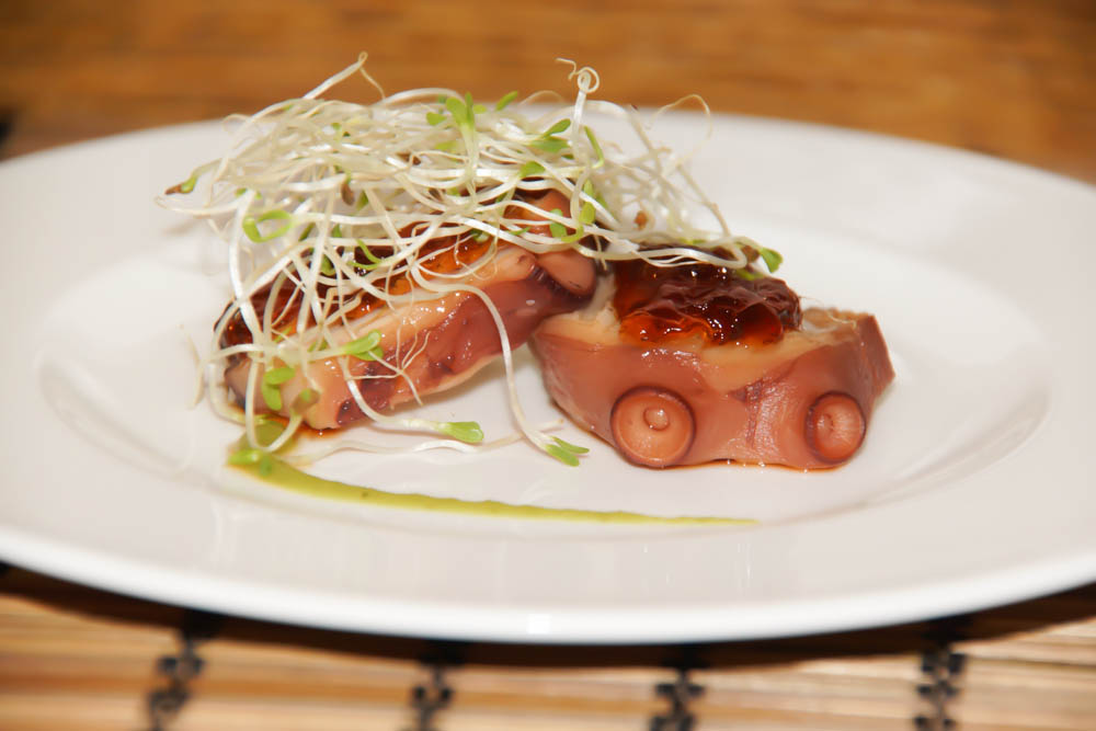 Gedämpfter Oktopus mit grünem Pfeffer und Yuzu Soße