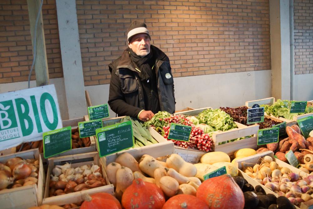 Marché de Talensac in Nantes - Der Gemüsehändler kennt sich bestens aus