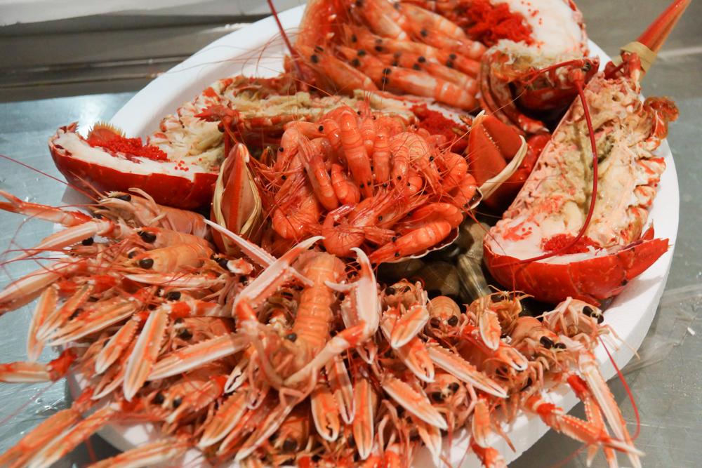 Marché de Talensac in Nantes - Die Seafoodplatte für daheim hier zusammenstellen lassen