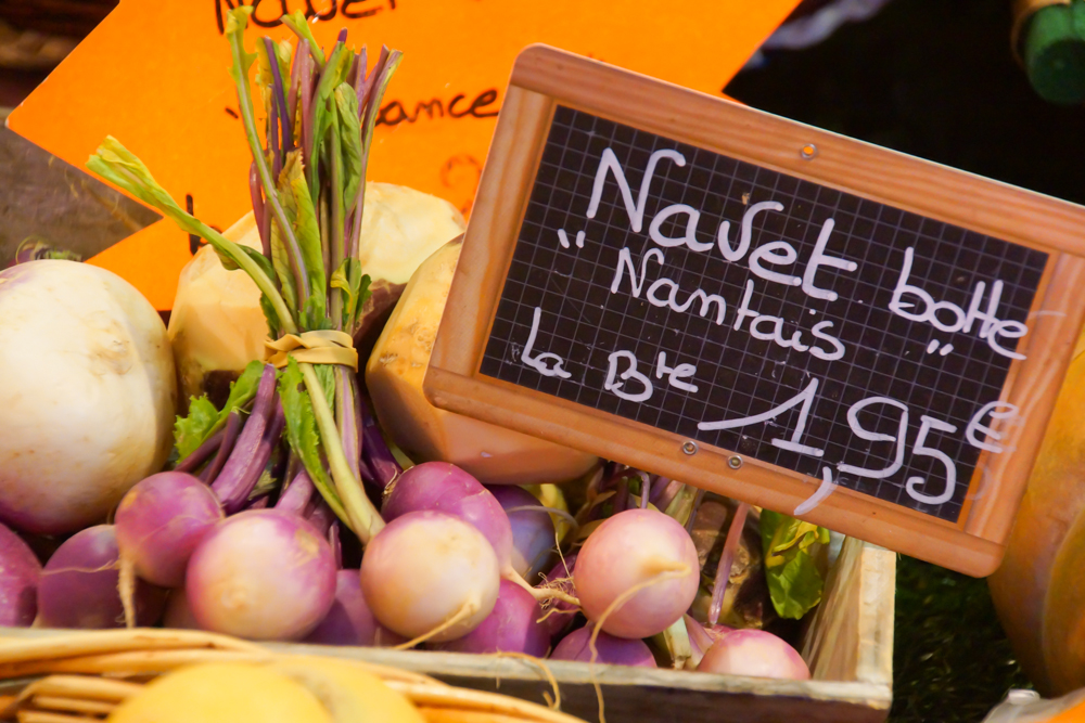 Marché de Talensac in Nantes - Gemüse wie diese frischen Navetten