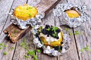 Backkartoffeln mit Schmand und Beluga-Kaviar