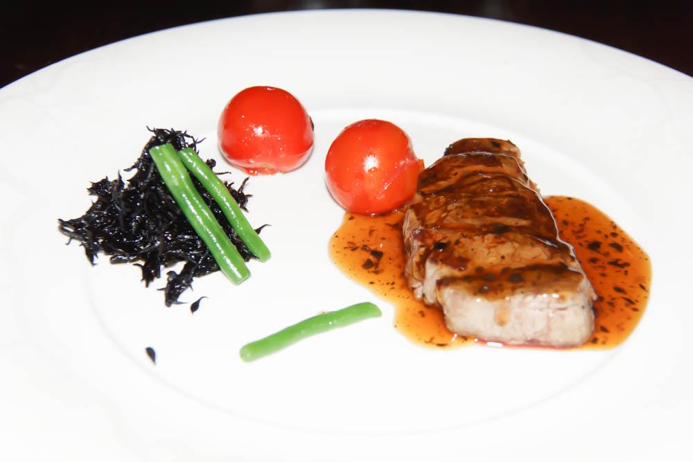 Beef - Algen, Tomaten und Bohnen - dazu Trüffelsoße satt