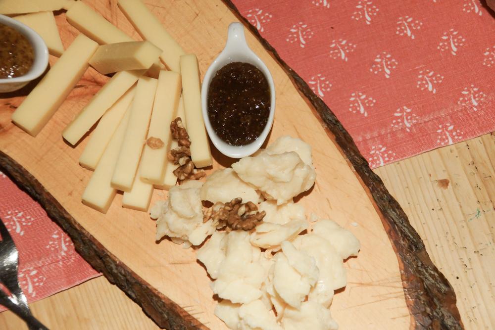 Käseplatte mit feinsten gereiften Käsen