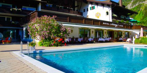 Hotel Arlberg in Lech - Außenpool