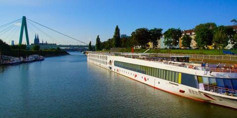 Arosa Liegeplatz in Köln an der Deutzer Brücke