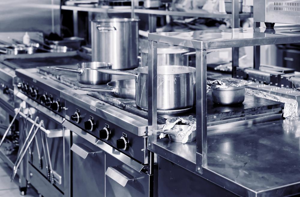 Kühlmöbel & Küchenmöbel für die Gastronomie - Darauf kommt es an! ·