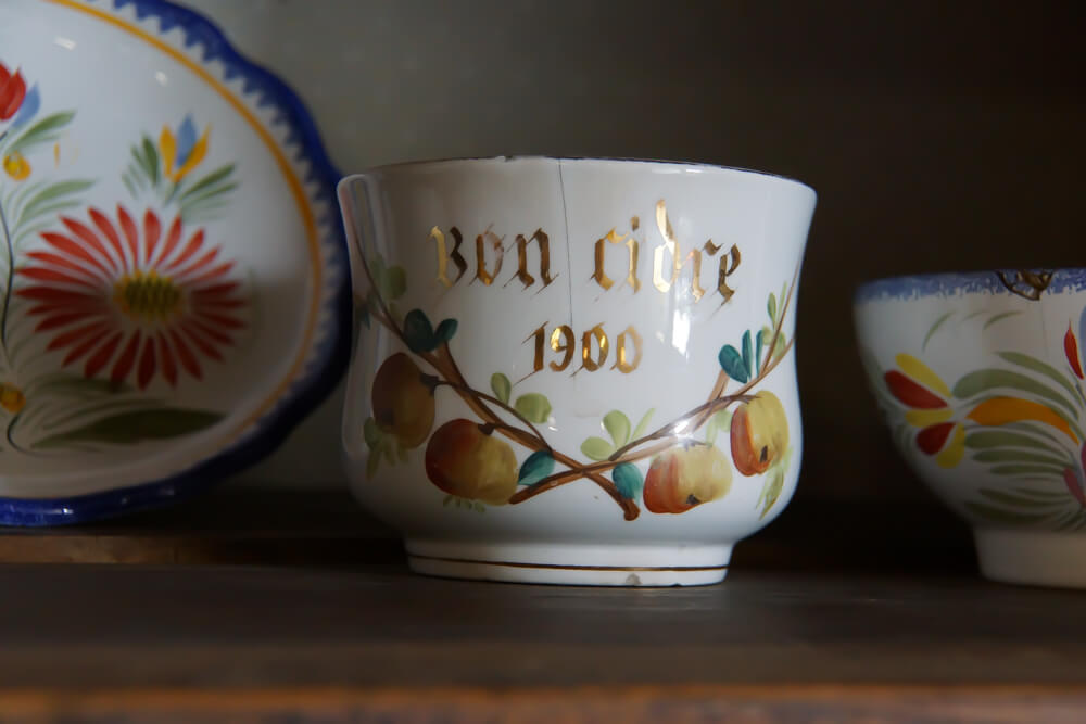 Alte Tasse für den Genuss von Cidre