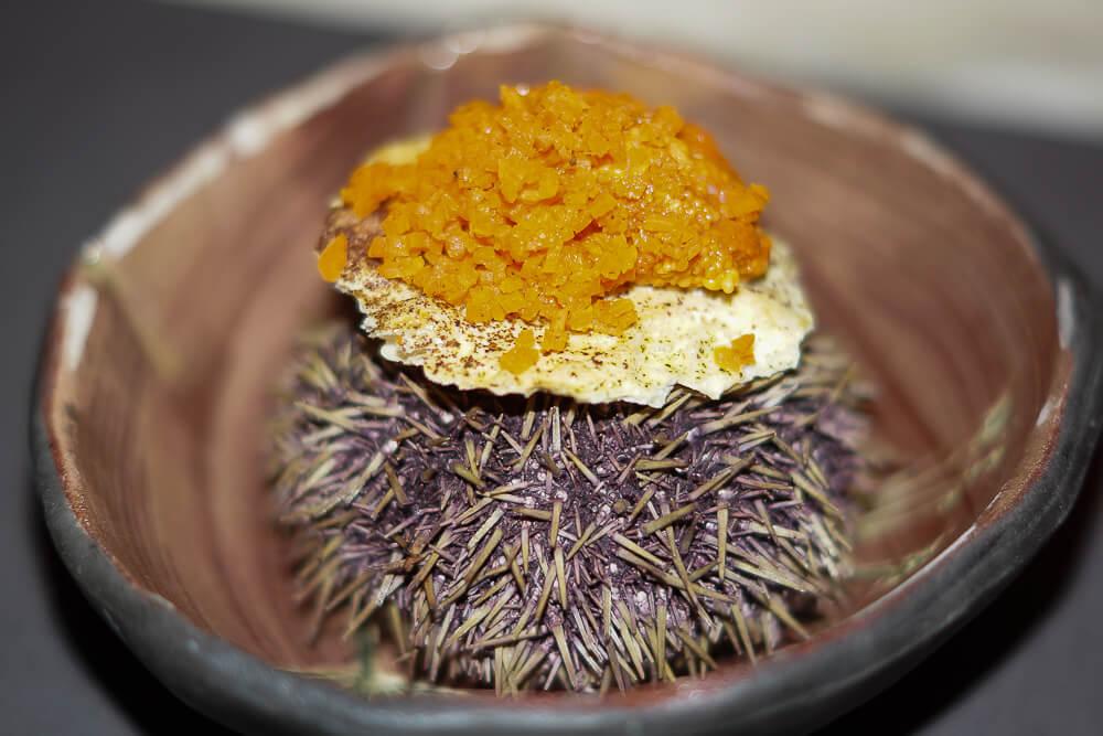 Twins Restaurant Moskau -1 Seeigel Kaviar und Karotte