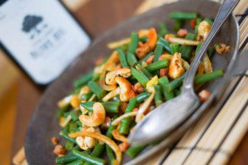 Bohnensalat mit Curry-Cashews und Speck