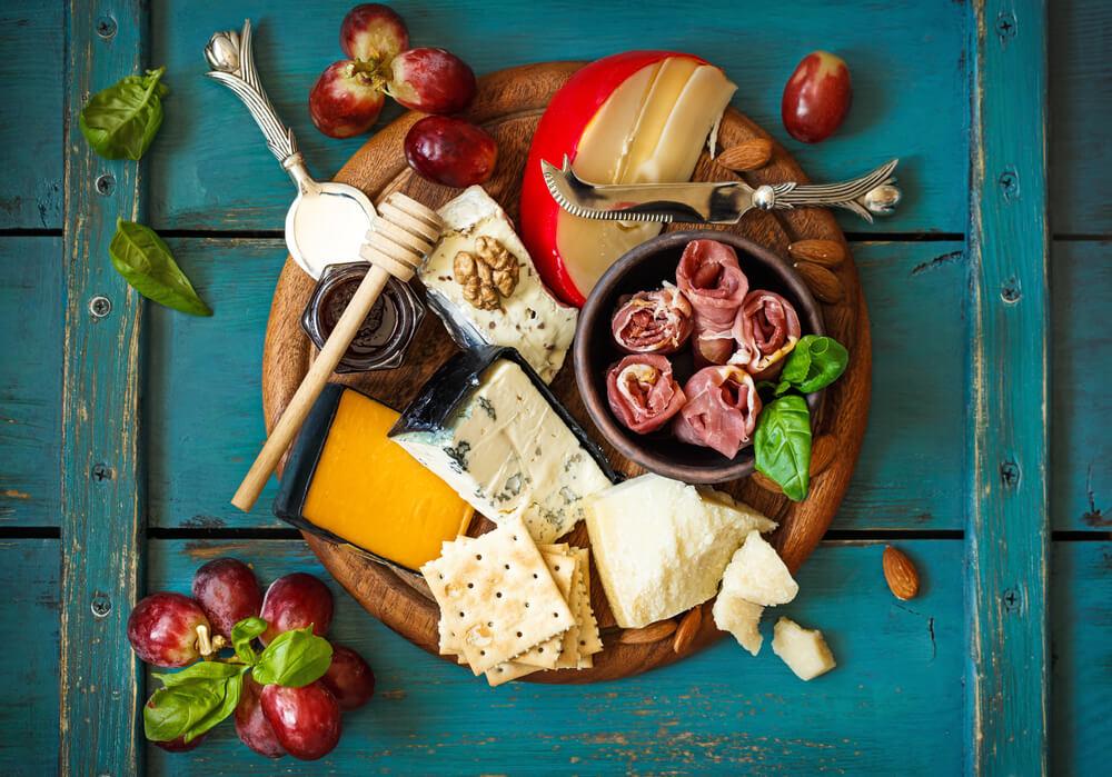 Herzhafte Käseplatte zum Winterwein